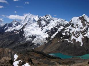 the impressive alpine tours and hike huayhuash mountain range in Peru, ancash