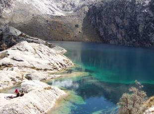 day hike churup lagoon in the cordillera blanca, mountain guides, refuges Peru huaraz ancash