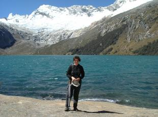 day tours lagoon 69 mountain range Huaraz, Peru mountain guides uiagm, day hike