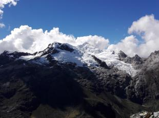 Yanapaccha Mountain 5750 masl in 2 days, mountain guides AGMP, UIAGM in Peru refuge peru cordillera blanca